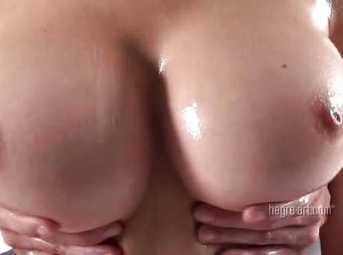 Big boobbed amateur gets quicky in changing room 5
