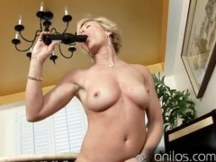 Mature housewife fucks vibrating sextoy