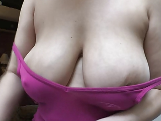 Amateur downblouse big boobs oops