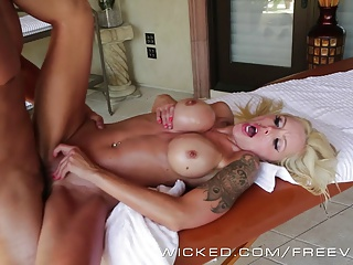 Sexy Cougar Nina Elle gets oiled up
