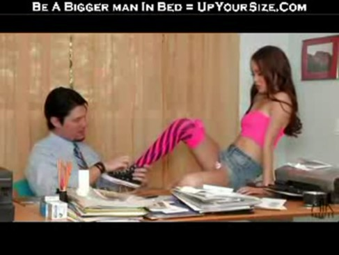 Amai Gives and Handjob are licking their feet