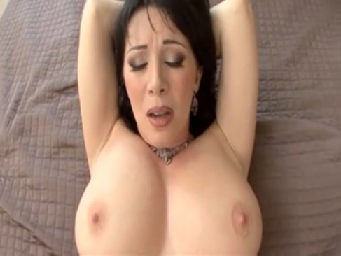 Rayveness - Hot MILF gives all holes in POV