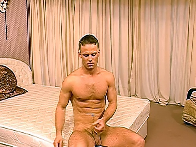 Stud-in-army-fatigues-jerk-off