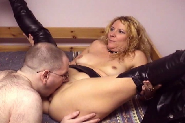 Tech-guy-finds-and-fucks-mature-whore-with-saggy-tits-in-hotel-b