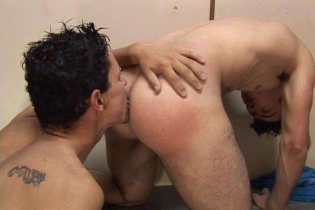 Surprise-fuck-in-the-gym-locker-room-with-gay-men