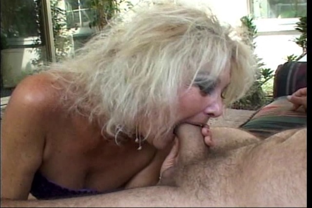 Horny-stud-licks-blonde-whore&amp-039-s-pussy-after-getting-BJ-