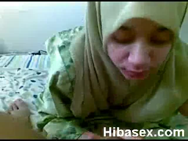 malay-teen-muslim-wearing-hijab-blowjob-her-bf