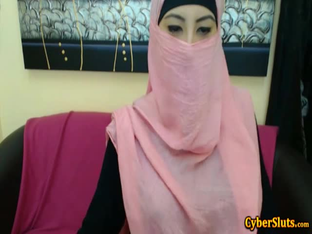 Real-Shy-Arab-Girls-Naked-only-on-Cybersluts