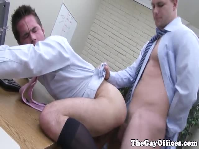 Officehunk-assfucks-receptionist-over-desk