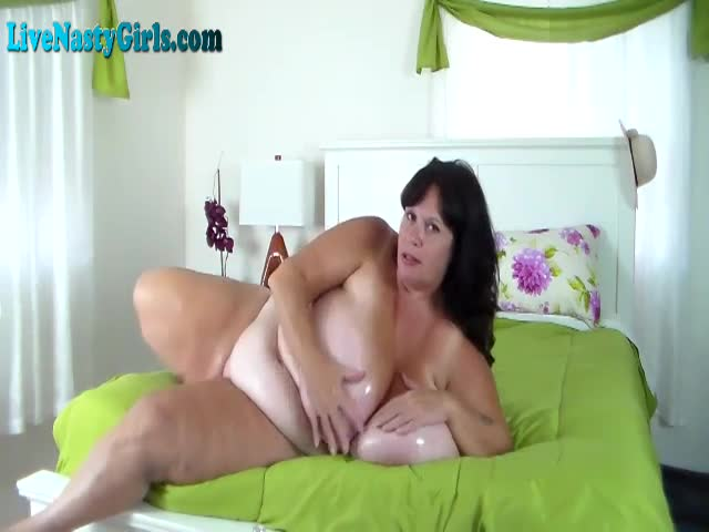 Oiled-Up-BBW-With-Massive-Tits-On-Webcam