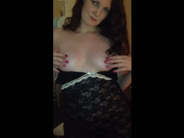 my-sexy-uk-girlfriend-teasing-me-on-video