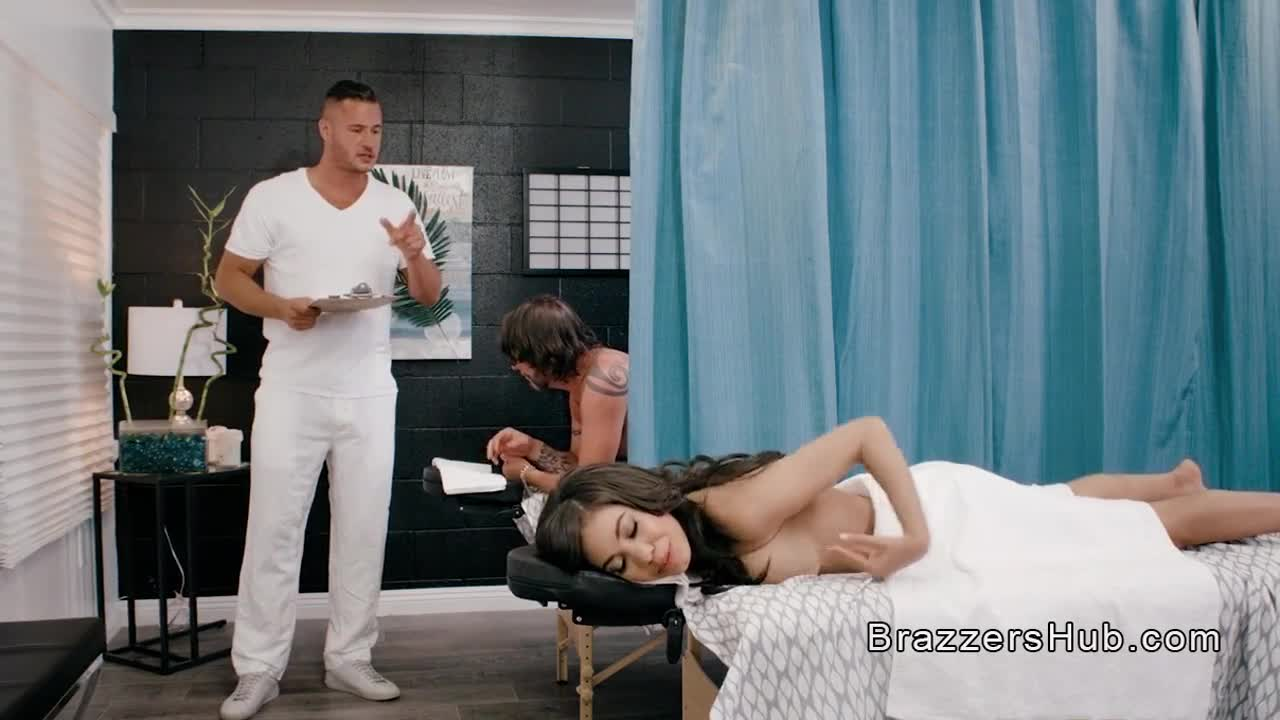 Busty wife gets fucking massage session