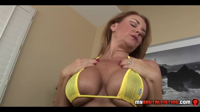 MILF-fists-her-own-pussy
