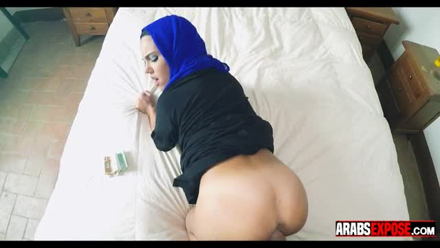 Arab-Girl-Fucked-in-Hotel