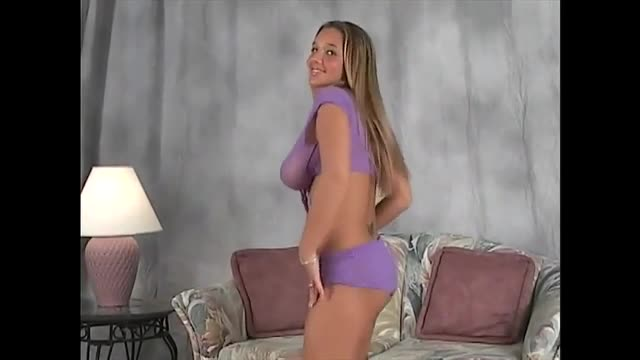 Incredibly-BIG-boobs-girl-dancing-VISIT-CAMPUSSY.ORG