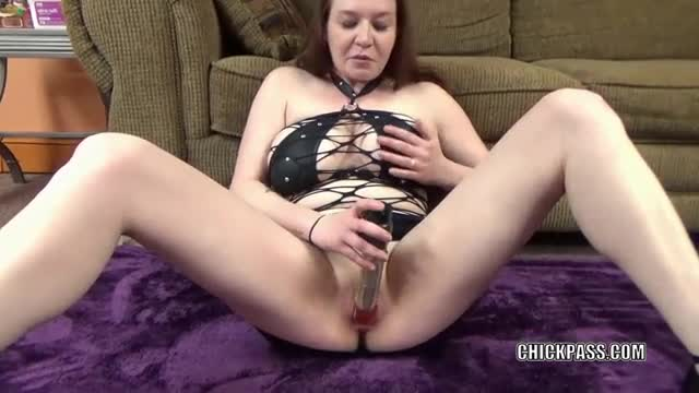Busty-MILF-Sinful-Skye-stuffs-her-twat-with-a-big-dildo