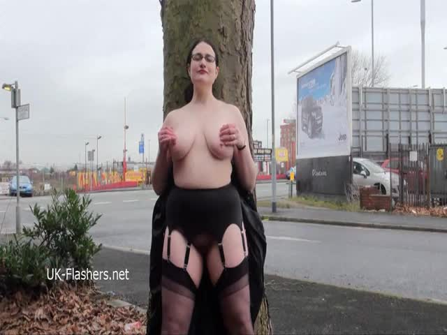 Chubby-amateur-flasher-Alyss-in-public-masturbation-and-outdoor-