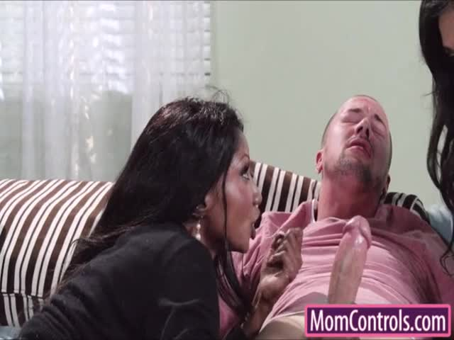 Diamond-showed-Trinity-how-to-suck-dick