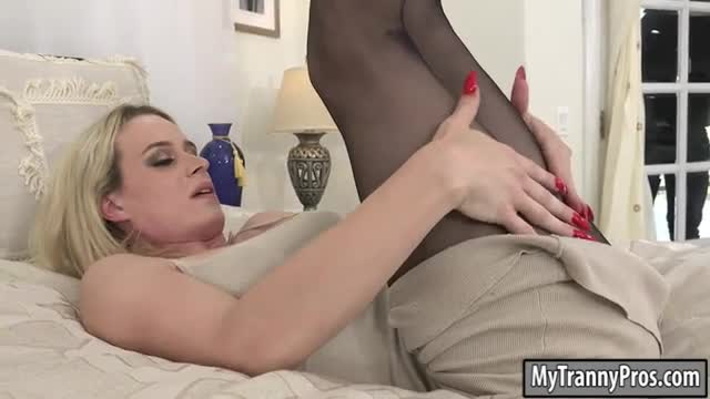 Busty blonde TS Nikki Vicious in pantyhose gets anal banged