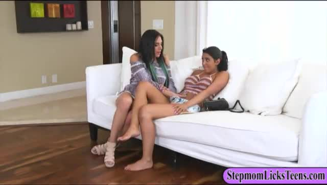 MILF-Jaclyn-Taylor-dyke-out-with-teen