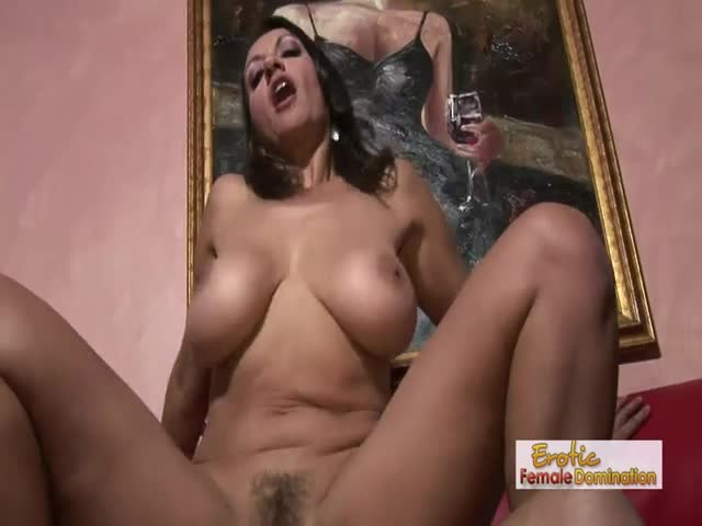 Eating-her-bush-and-pounding-that-tasty-MILF-twat-ballsdeep