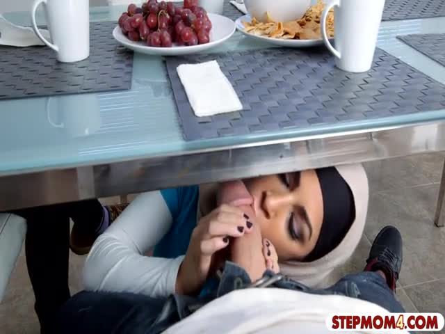Two-Arab-ladies-shared-on-lucky-man-meat