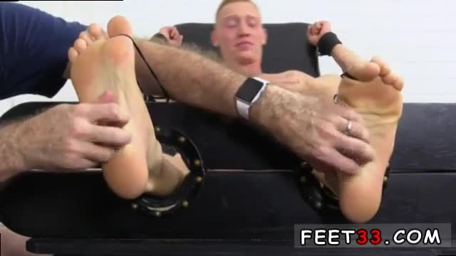 Gay-ass-and-feet-and-asian-men-big-feet-first-time-Cristian-Tick