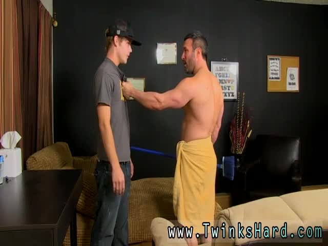 Gay-tubes-older-fuck-boy-When-the-beefy-guy-catches-Anthony-snea