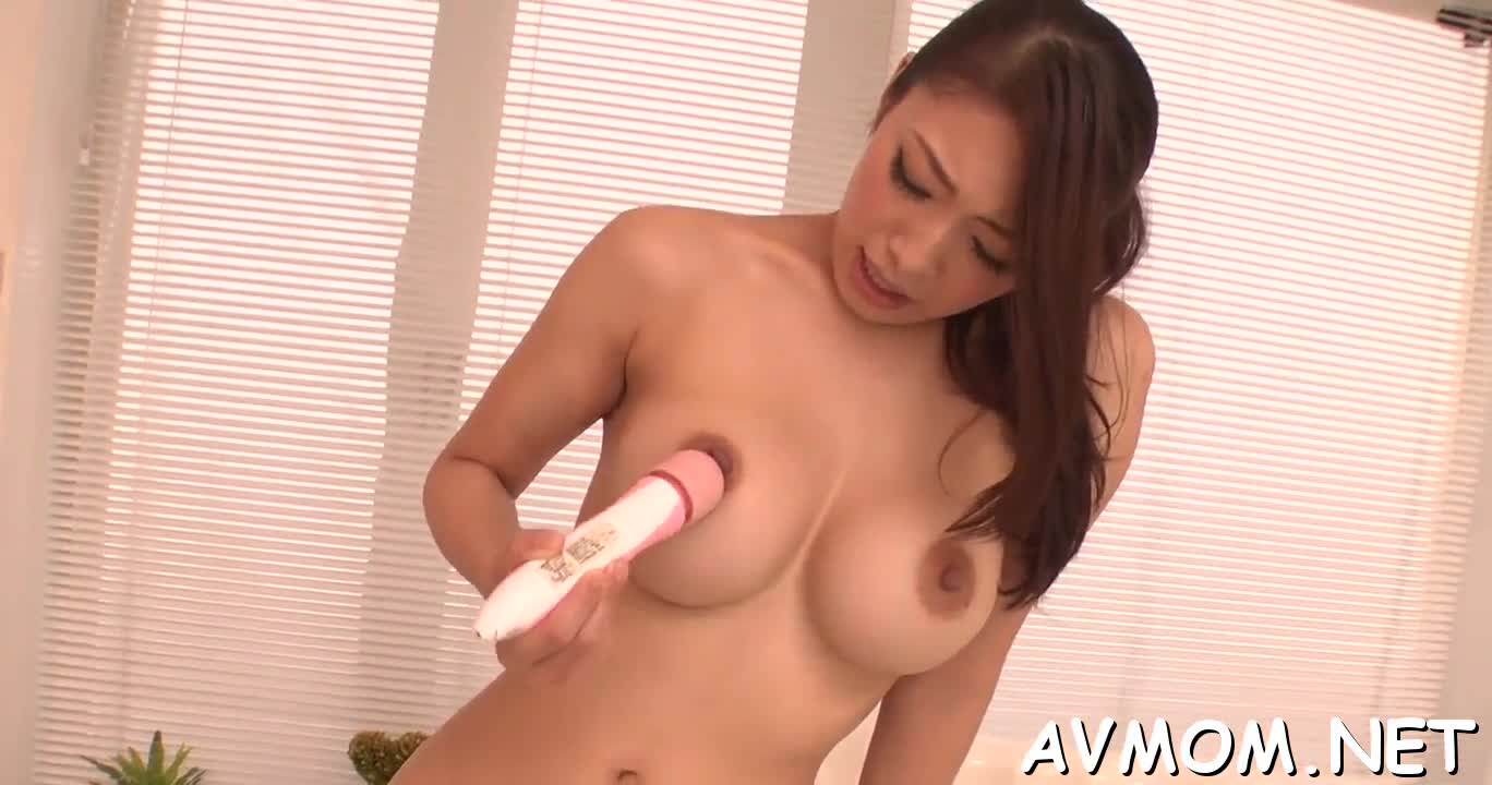 Hairy pussy milf in action