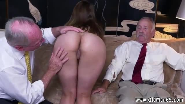 Old asshole ivy impresses with her big