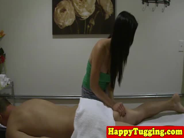 Spycam-asian-masseuse-pulling-cock-for-her-client