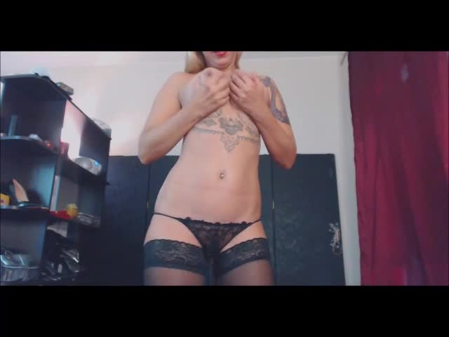 Blonde-Tattooed-Milf-In-Stockings-Masturbates