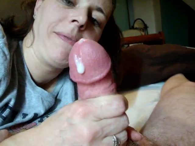Pretty-wife-suck-husband-cock-sunday-morning,!damn!