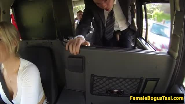 Female-cabbie-spitroasted-in-her-taxi
