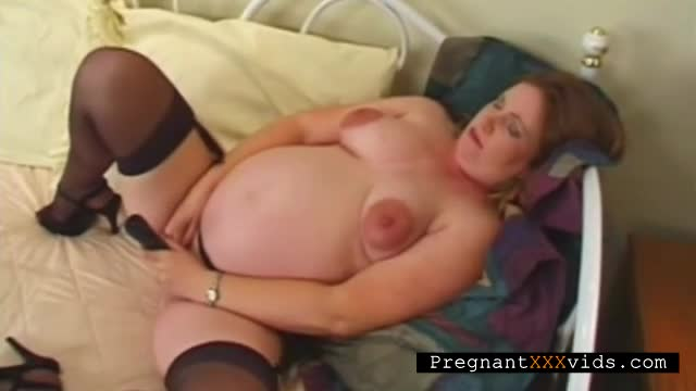 Pregnant-mature-dildoing-her-cunt