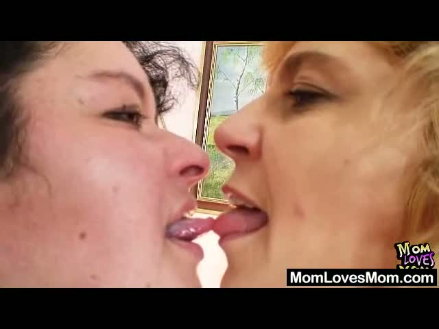Extremely-hirsute-amateur-matured-Hedvika-lesbian-action