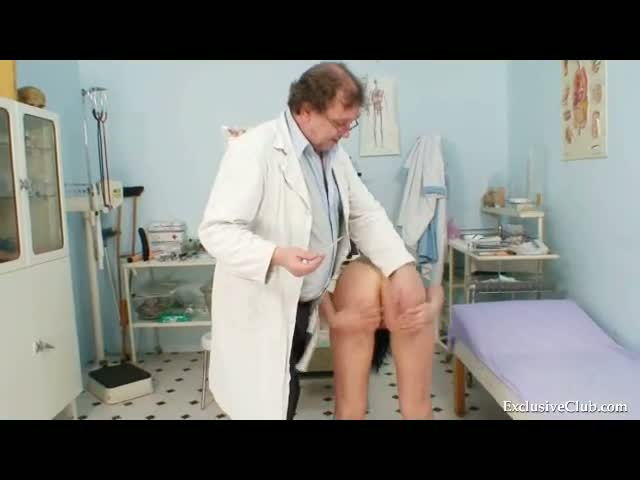 Pavlina-gyno-pussy-speculum-examination-on-gynochair-at-kinky-cl