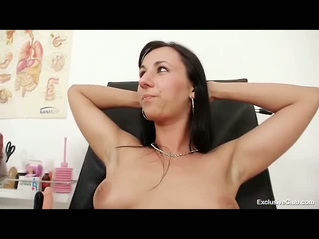 Hot-babe-Nikki-pussy-pumped-during-gyno-exam