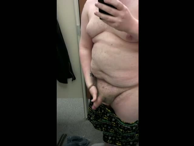 quick-masturbate-in-changing-room