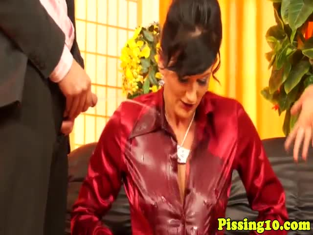 Pissing-euro-milfs-in-stockings-have-threeway