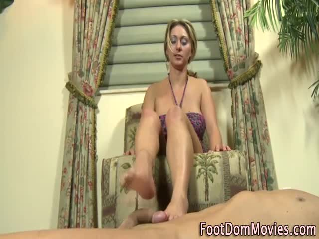 Footdomina-gets-cumshot