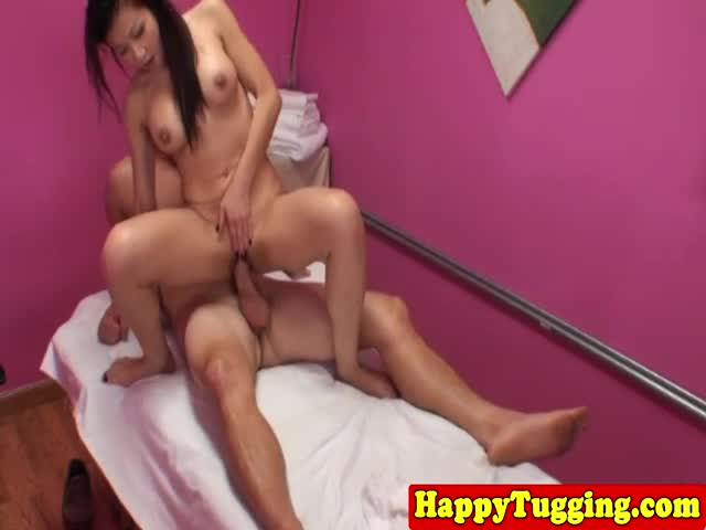 Asiansex-masseuse-bouncing-on-clients-cock