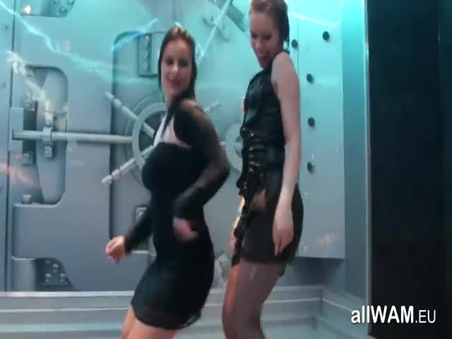 Wet-Horny-Club-Girls-Dancing