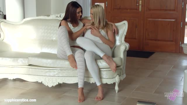 Christen-Courtney-and-Alexis-Brill-fingering-and-licking-in-Book