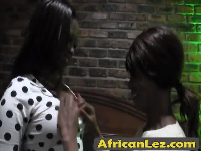 WOW-Steaming-hot-African-Lesbians-steal-the-show-in-the-bedroom-