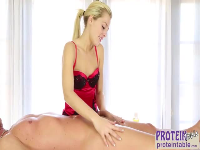 Pretty-blonde-massage-therapist-Zoey-Monroe-masturbate-while-giv