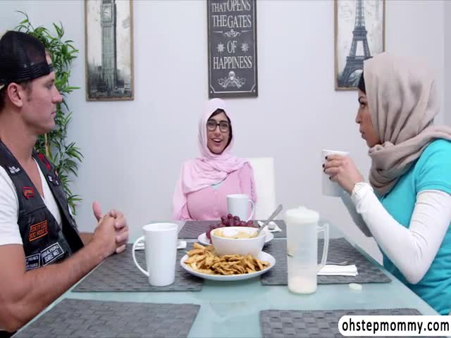 Muslim-mom-give-a-blowjob-to-hot-teens-boyfriend-while-in-dinner