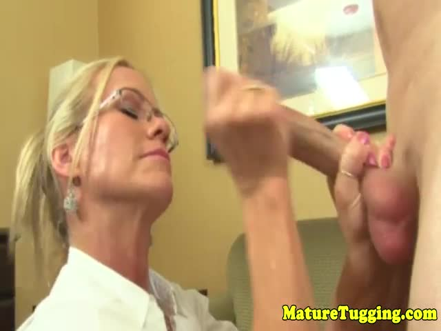 Handjob-milf-in-spex-tugging-before-cumshot