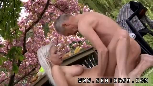 Teen-loves-gangbang-and-step-mother-and-daughter-Paul-is-lovin-