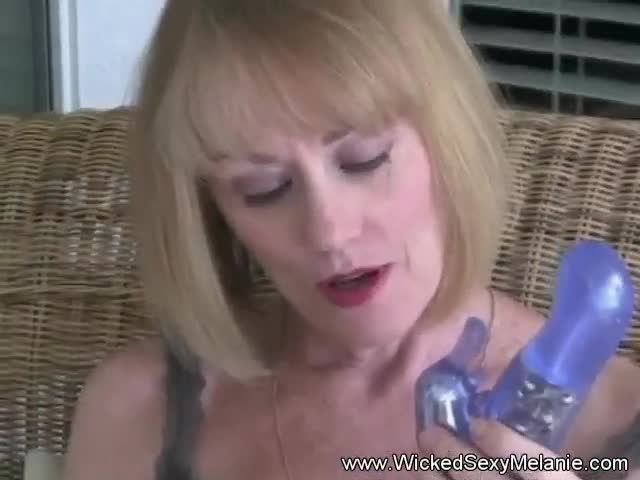 Using-A-Dildo-To-Cum